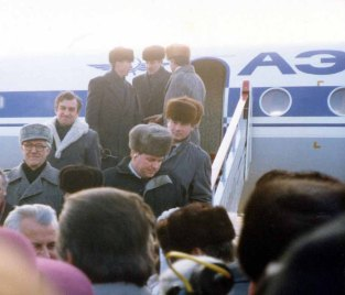 Leonid Kravchuk and his entourage arrived in Belarus on 8 December 1991